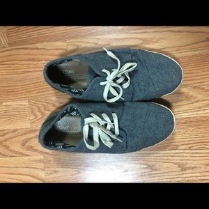 TOMS gym shoes gray